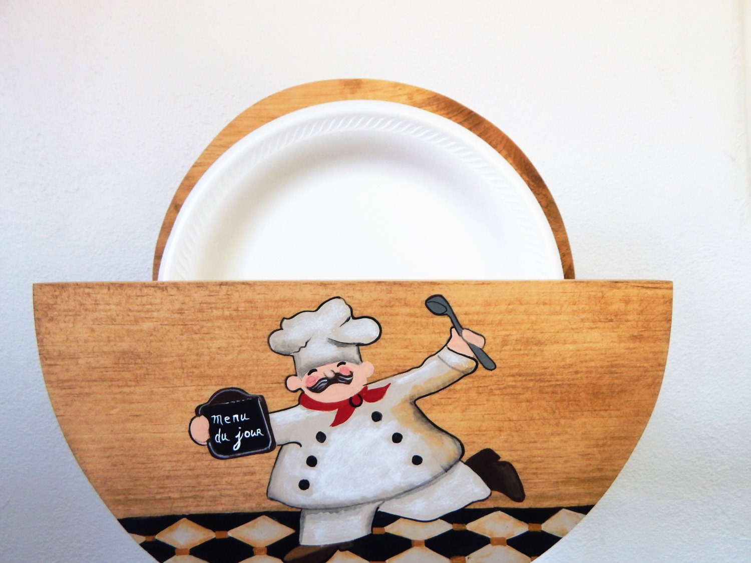 paper plate holder Set of 4 fox run plate holders are perfect for everyday use or your next backyard bbq, picnic, or beach trip microwave safe each plate holder measures approximately 9 in diameter and holds an 8 paper plate or regular plate.