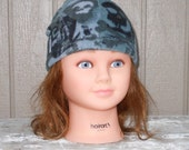 Childrens Grey Skulls And Cross Bones Fleece Beanie Hat Size Medium For 2 To 4 Years Old