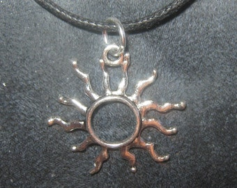 NEW Wiccan Large Silver Tone 25mm Beautiful Sun Ray Sol Pendant Necklace