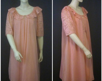 Vintage Peignoir Nightgown and Robe Set Pinup Bridal Set Peachy Pink Ladies M