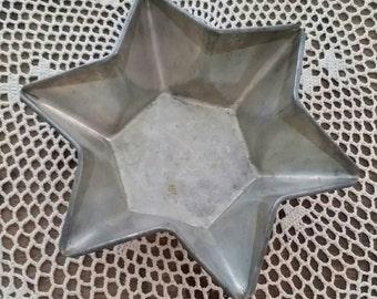 Vintage Tin Star Mold midcentury
