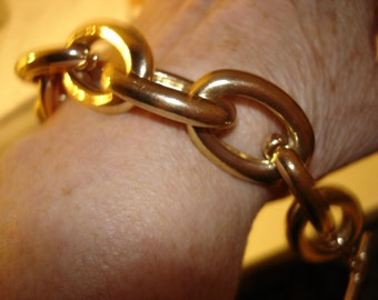 Gold tone bangle looped bracelet measures 6.5 total from end to end fits 6 inches wrist