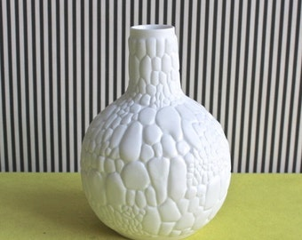 Summersale Op Art Crocodile White Bisque Porcelain Vase By Kaiser