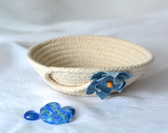 Cute Desk Accessory Bowl, Handmade Rope Basket, Modern Clothesline Basket, Lovely Ring Dish,  hand coiled natural rope basket