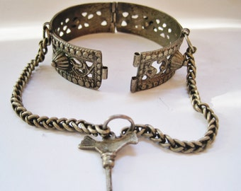 Silver Moroccan Bracelet, Vintage Berber Bangle, with Bird Closure, Ethnic Maghreb Jewelry