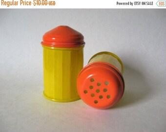 40% SALE Gemco baked glassware vintage sugar shakers yellow orange metal tops