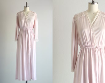 Pink Vintage Robe . Womens Robe . Retro Nightwear