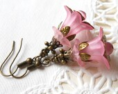 pink flower earrings lucite flowers vintage style flower earrings bronze beadcaps pink lucite earrings pink earrings minouc floral earrings