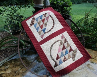 Patchwork Quilted Runner / Quilted Table Runner / Primitive Table Runner / Country Baskets Patchwork