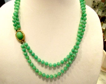 Gracious HATTIE CARNEGIE Unsigned Mid Century Vintage 2-Strand PEKING Glass Knotted Necklace w/Gold Plate Clasp - Mint Condition