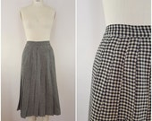 Vintage 1940s Wool Skirt / Pleated Skirt / Black and White Houndstooth / XS