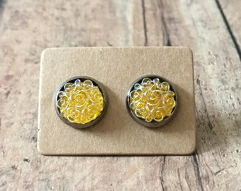 Gorgeous yellow iridescent floral studs