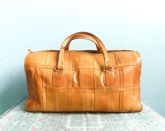 Vintage leather weekender bag pourse / big handbag / travel bag / overnight / patchwork leather / light brown tan tanned / 1970s 70s