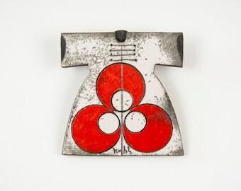 Raku Fired White Ceramic Caftan with Red Cintemani