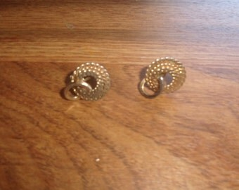 vintage screw back earrings goldtone braid