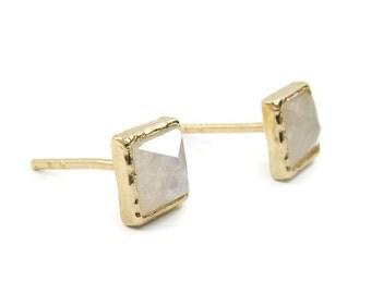 Gold stud earrings. 14k Gold earring. 5mm Moonstone post earrings. Gold post earriengs. Gift for her. Anniversary gift. Moonstone jewelry