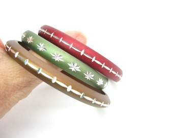 Stacking Metal Bracelets. Diamond Cut Aluminum Bangles. Engraved Accents, Anodized. Set / 3 Vintage 1960s Retro Buehler Indianapolis Jewelry