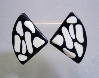 MOD Black and White Lucite Clip On Earrings