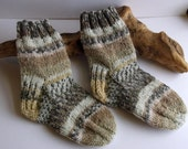Hand knitted self patterning brown / fawn boys socks. 2 to 4 years. UK 6  EU 23  US 6