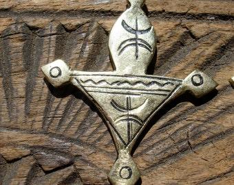 Brass Moroccan hand engraved fibula pendant with zig zag design