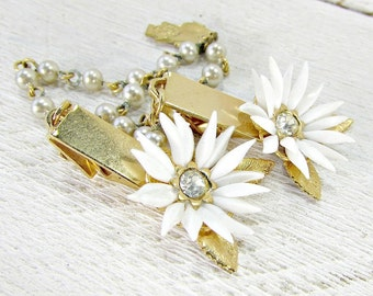 Vintage White Celluloid Flower Sweater Guard Clip, Rhinestone Pearl Sweater Clip, Cardigan Clip Chain, Collar Clip, 1950s Rockabilly Jewelry