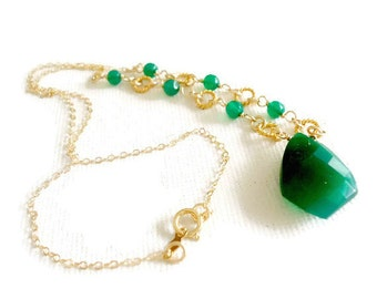 Green Necklace - Onyx Gemstone - Statement Jewellery - Gold Jewelry - Dangle - Pendant - Drop Chain Fancy