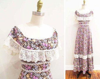 Vintage 1970s Dress   Bohemian Calico and Lace 1970s Maxi Dress   size small - medium.