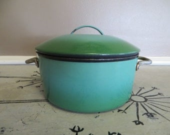 Cast Iron and Enamel Pot Covered Pot Small Pot Kelly Green Enamelware Enamel Cookware Cast Iron Cookware Green Enamel