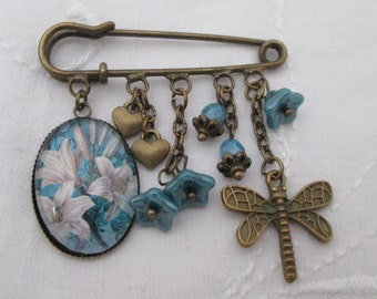 Kilt pin brooch - lilies dragonfly charm, retro bronze turquoise