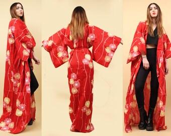 90s does 60s Vtg KIMONO Robe Floor Length Layering Duster Jacket / Mod Red DAISY Floral Hippie Boho Goddess / OSFM