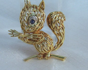 Stunning Mid Century 18kt Yellow Gold Squirel Brooch with Sapphire and Diamond Eye