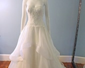 Custom Made - Sweetheart Neckline - Ivory Lace and Organza Wedding Dress - Detachable straps - A-line - Couture Bridal Gown with Beaded Lace