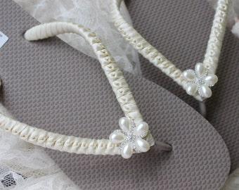 Ivory bridal shoes, bridal flip flops, wedding sandals, bride flip flops, wedding shoes, bridal slippers, wedding flats, women footwear