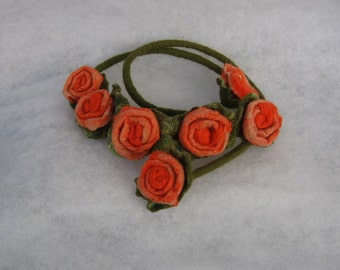 Handmade flowers necklace - felt necklace- floral accessories - handmade- wool necklace