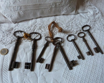 8 skeleton keys bulk, large antique keys French 1800s old keys collectible for padlock key collection, rusty iron, metal, furniture and door