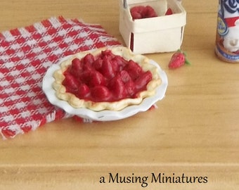 Strawberry Glace Pie with Enamel Plate in 1:12 Scale for Dollhouse Miniature Kitchen Bakery