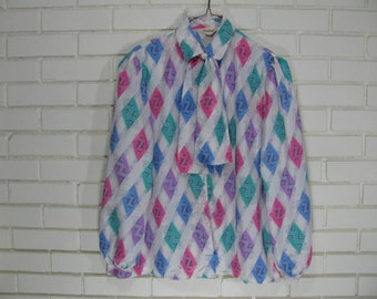 Vintage bow blouse with large diamond print size 16