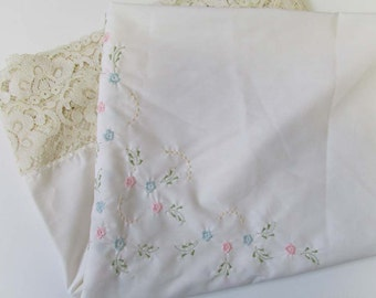 Vintage Handmade Embroidered Table Cloth Lace Shabby Cottage Farmhouse