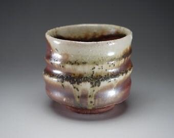 Shigaraki, anagama, ten-day anagama wood firing, with natural ash deposits tea cup. yunomi-12 with a paulownia box.