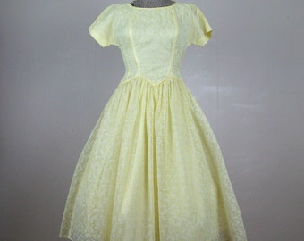 Vintage 1950s Dress 50s Yellow Flocked Nylon Organza Full Skirt Party Dress Size 4/6 S Small 25 Waist