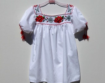 VINTAGE Mexican Cotton Embroidered Blouse / Ethnic / Hippie / Bohemian / Folk / Peasant Top