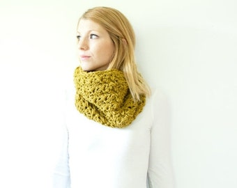 SUMMER SALE the MALLORY - Semi chunky Cowl Neckwarmer Scarf - moss - Wool Blend