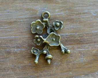 Short Flower Stem Charm -  Vintage Style Pendant - Flowers Branch Botanical Charms Jewelry Supplies (A003)
