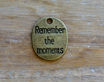 Remember the Moments Charm -  Vintage Style Pendant - Disc Saying Charms Jewelry Supplies (M011)