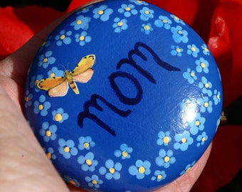 Painted garden rock, mom, mother, forget me nots, grave memorial, painted pebble, blue and yellow, round river rock, flowers