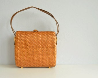 Vintage 60s Koret Wicker Handbag / 1960s Mod Natural Woven Straw Structured Purse Bag with Gold Hardware