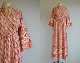 Vintage 70s Maxi Dress /  1970s Ethnic Batik Print Print Floor Length Caftan Festival Dress / Red Cream