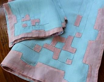 Vintage Linen Tablecloth Topper 4 Napkins Embroidered Drawnwork Blue Pink Appliqué