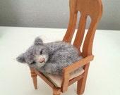 Sleeping cat - Artist bear, OOAK, cat, kitten, kitty, needle felted cat, miniature cat, dollhouse cat, dollhouse kitten, dollhouse miniature
