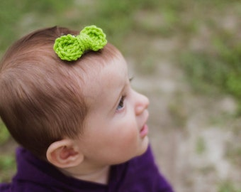 Crocheted Bow Hair Barrette Clip, Lime Green Bow, Tiny Bow Clip, Baby Hairbow, Baby Barrette, October Baby, Halloween Baby, Halloween Bow